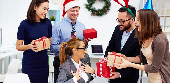 порадуйте і своїх колег милим новорічним подарунком