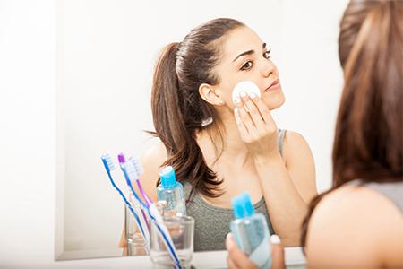 Daily routine: Як правильно зняти макіяж